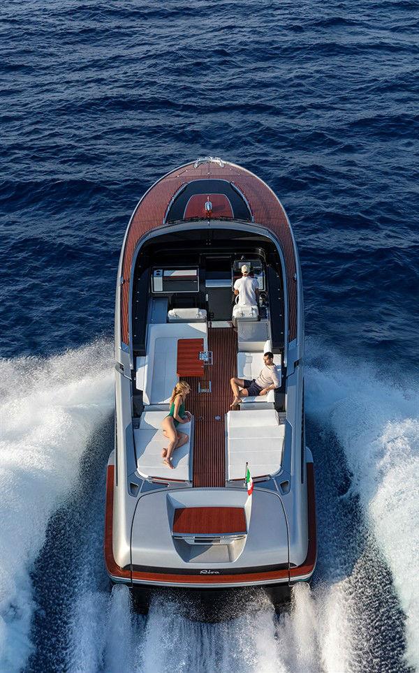 яхта Riva Dolceriva