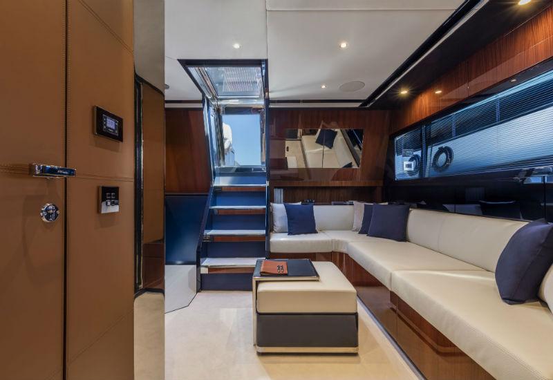 Салон яхты Riva Dolceriva